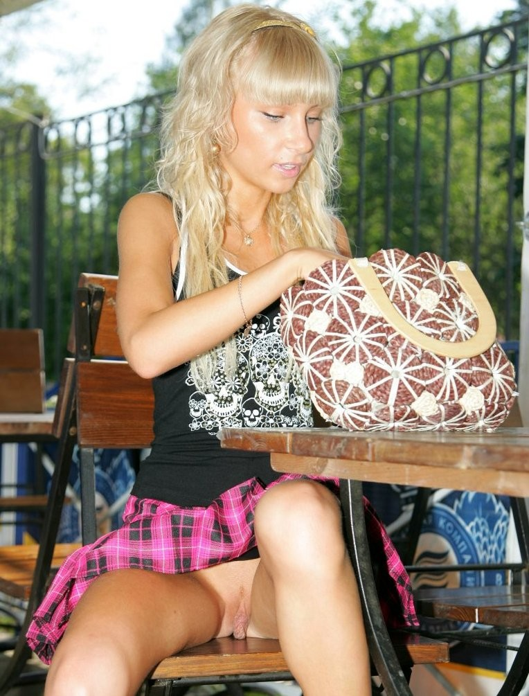 In a short skirt inside a restaurant and flashing her pussy