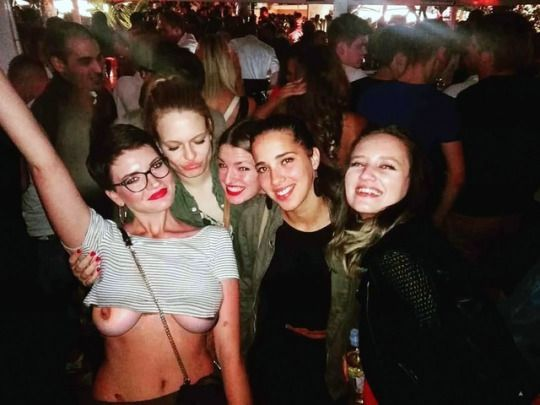 Partying in a tank top and exposing her under boobs and nipples accidentally